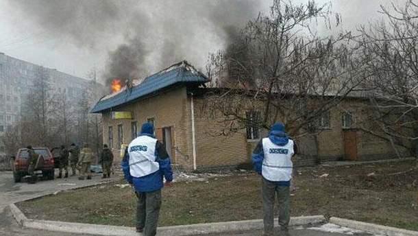 Обстрелянный дом в Мариуполе