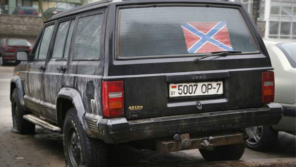Пробили колеса джипа с флагом