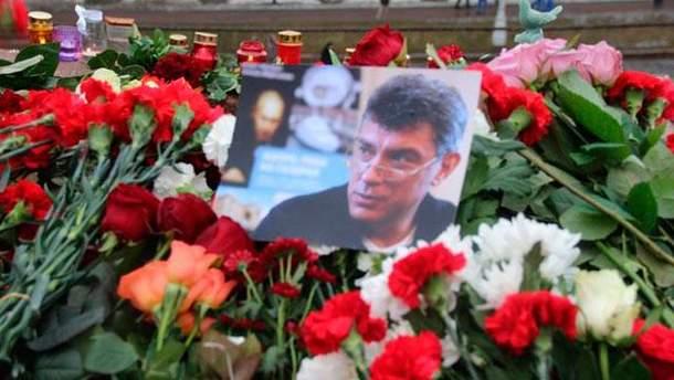 В России тысячи людей вышли на улицы, чтобы проститься с Немцовым