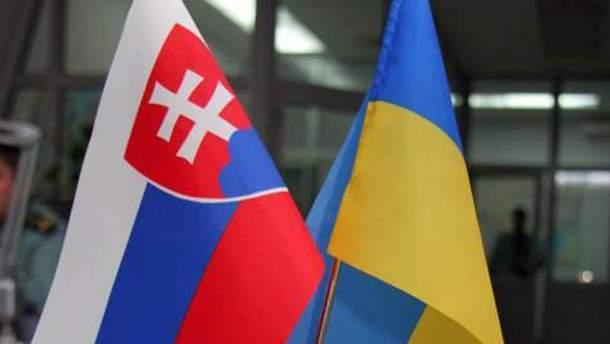 Флаги Словакии и Украины