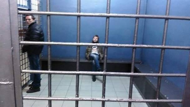 О. Гончаренко у відділенні поліції