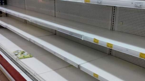 Украинцы скупают продукты первой необходимости