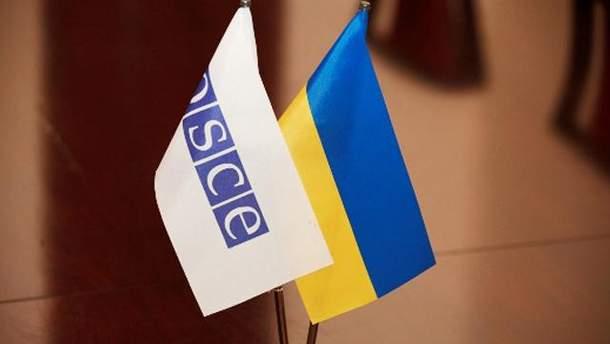 Прапорці ОБСЄ і України