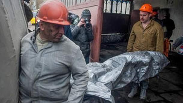Тело погибшего шахтера