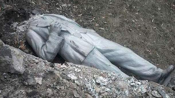 В Тошковке упал Ленин