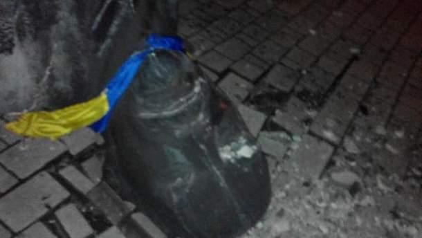 Поваленный памятник Ленину