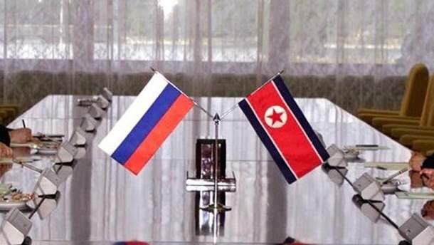 Прапори Росії і КНДР