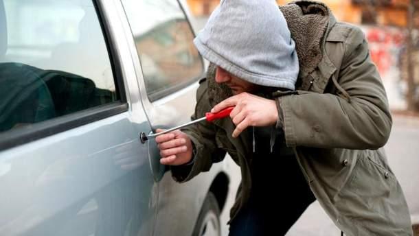 На Косівщині поліція затримала чоловіка, який викрав авто  у знайомої