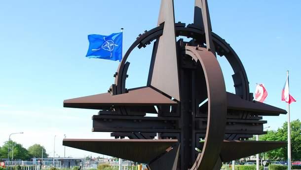 Емблема НАТО