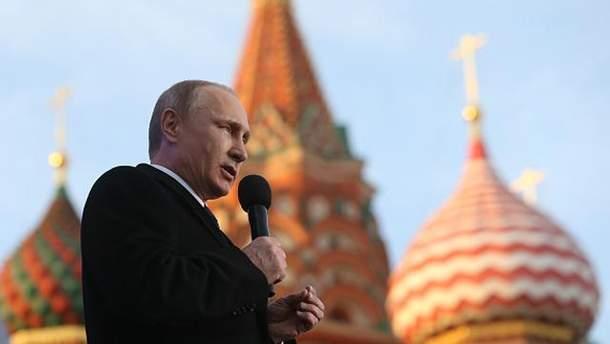 Владимир Путин во время празднования аннексии Крыма в Москве