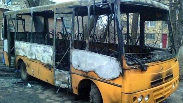 Сожженый автобус после беспорядков в Константиновке