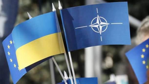 Флажки НАТО и Украины