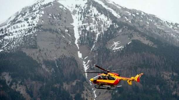 Вертолет вблизи места аварии Airbus A320