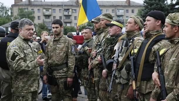 Петро Порошенко з військовими