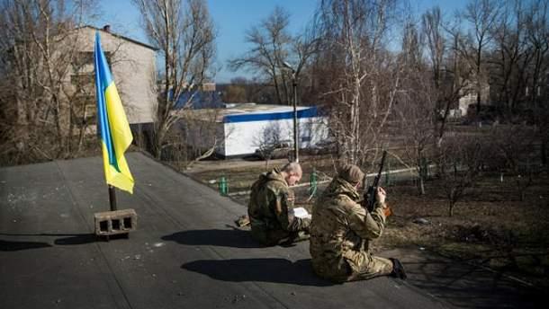 Украинские бойцы в Мариуполе