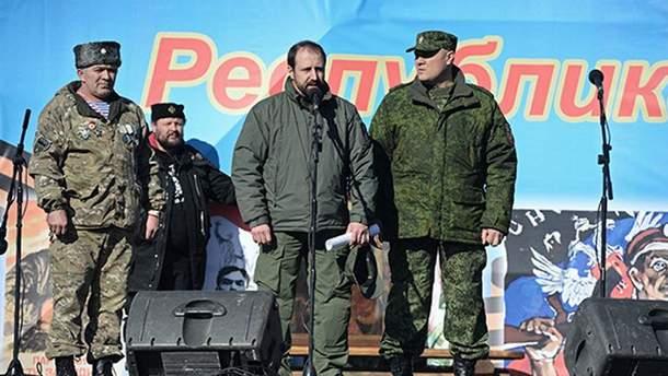 Олександр Ходаковський — біля мікрофона