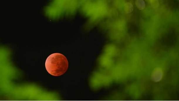 Місяць стане криваво-червоним