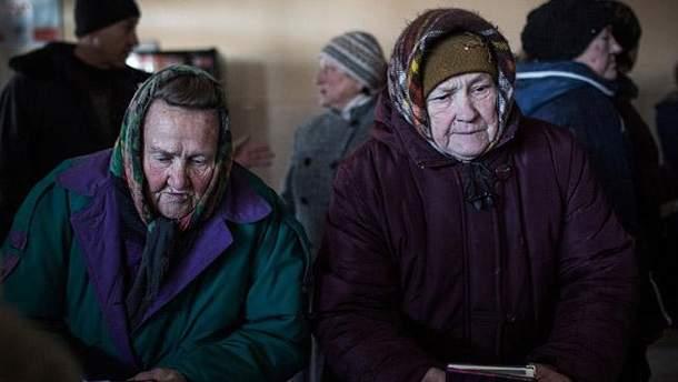 Пенсионеры в оккупированном Дебальцево
