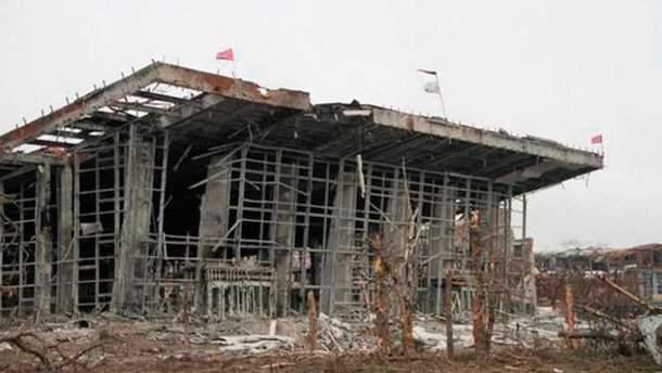 Донецкий аэропорт в начале апреля