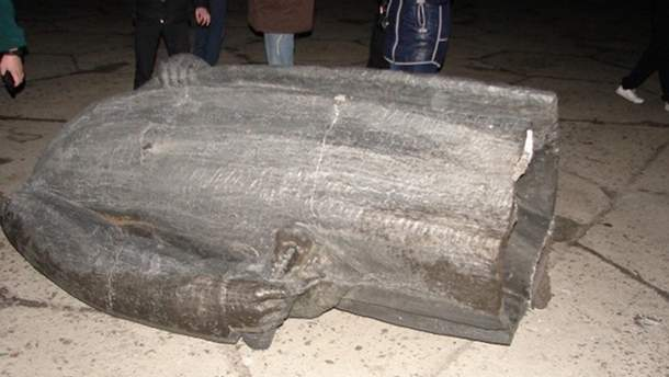 У Дніпропетровську знесли пам'ятник Леніну