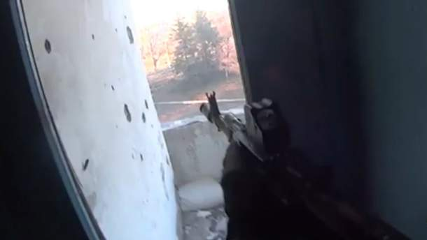 """З'явилося відео вуличного бою """"Азову"""" із бойовиками у Широкиному"""