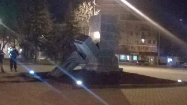 Розслідують знесення пам'ятників