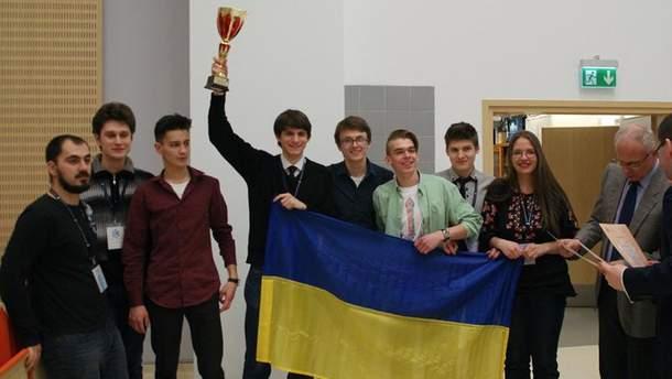 Команда украинских студентов-физиков
