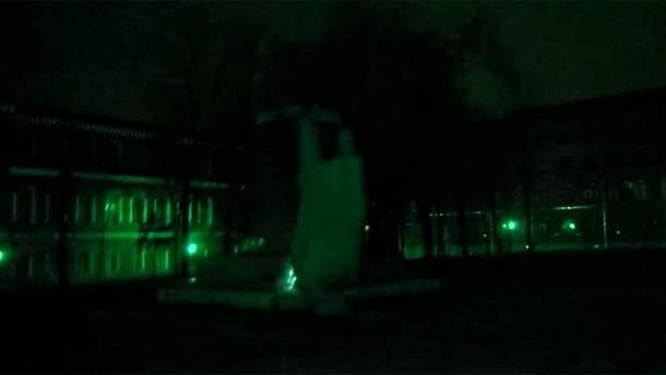 Падение памятника