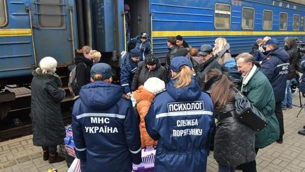 Зустріч переселенців на вокзалі