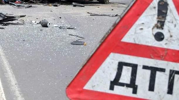 Масштабное ДТП под Киевом: столкнулись 3 авто и микроавтобус