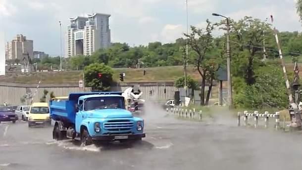 Залитая водой улица