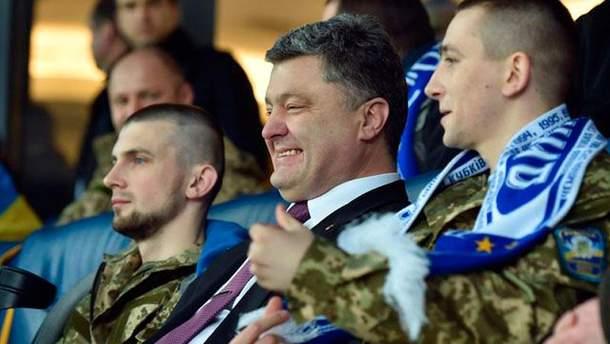 Петр Порошенко на футболе