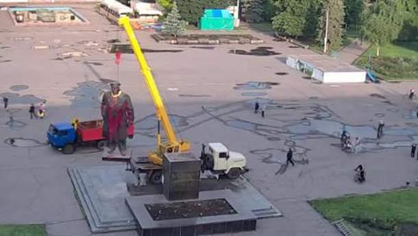 Аваков потішився, що в Слов'янську знесли Леніна