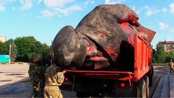 Демонтаж Ленина в Cлавянске
