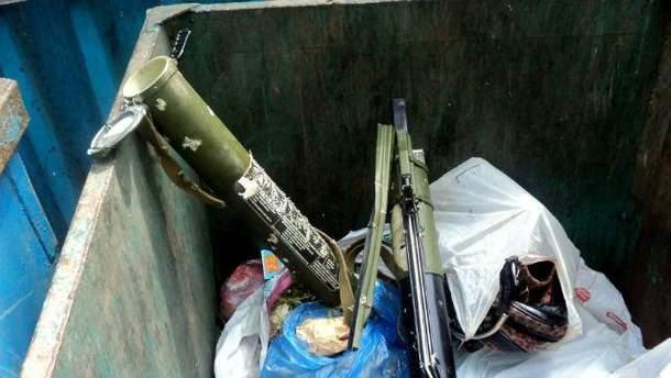 Оружие в мусорнике