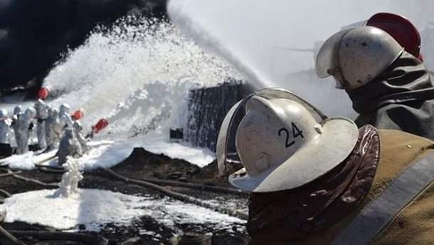 Гасіння пожежі на нафтобазі