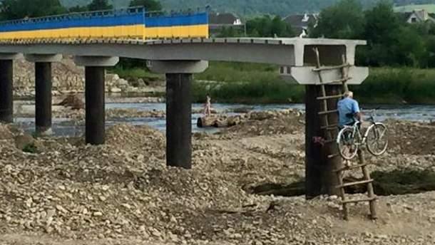 Недостроенный мост в эксплуатации