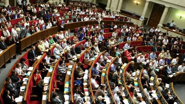 КС разрешил лишать депутатов неприкосновенности