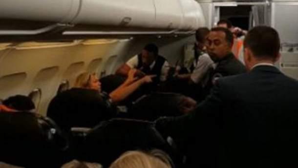 Скандал в самолете