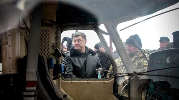 Порошенко испытывает украинский БТР