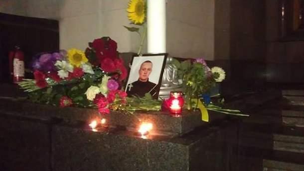 Портрет Ігоря Дебріна під Верховною Радою