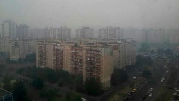 Киев затянуло дымом