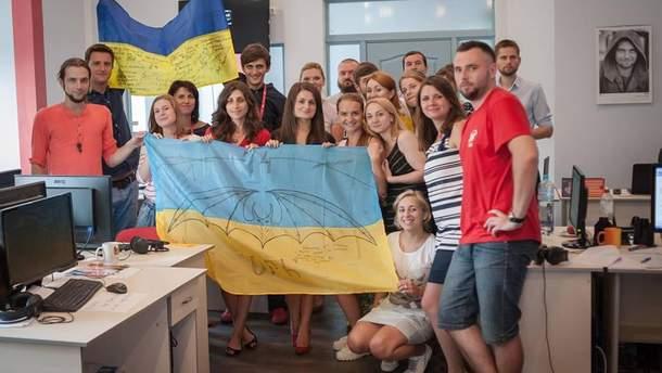 """Телеканал """"24"""" получил подарок от украинских героев-защитников"""