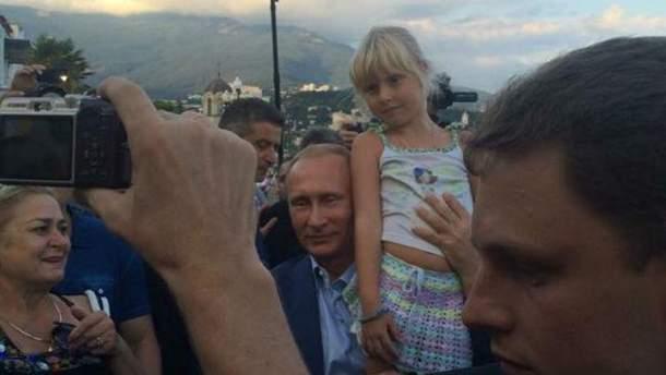 Володимир Путін з дитиною