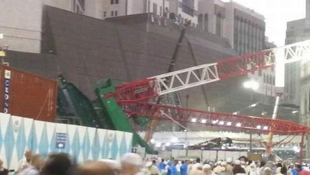 На главную мечеть упал кран