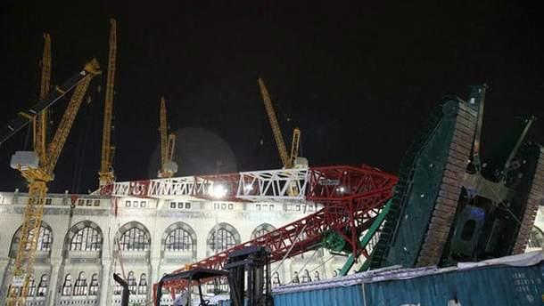 Появилось жуткое видео падения крана на мечеть Мекки