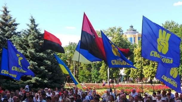 """Флаги """"Свободы"""" и """"Правого сектора"""""""