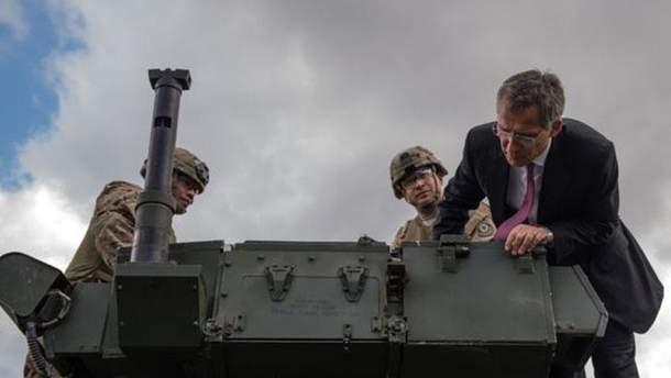 Генсек НАТО с военными