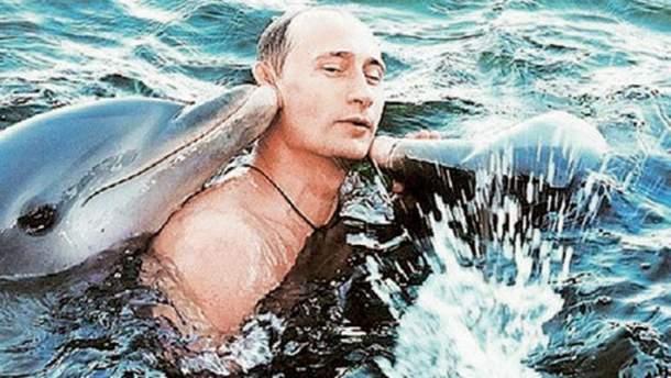 Владимир Путин с дельфинами