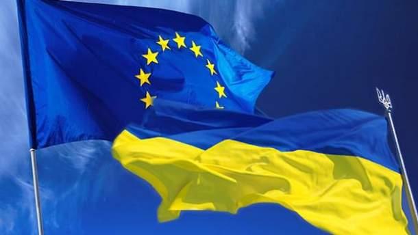 Прапор Євросоюзу та України